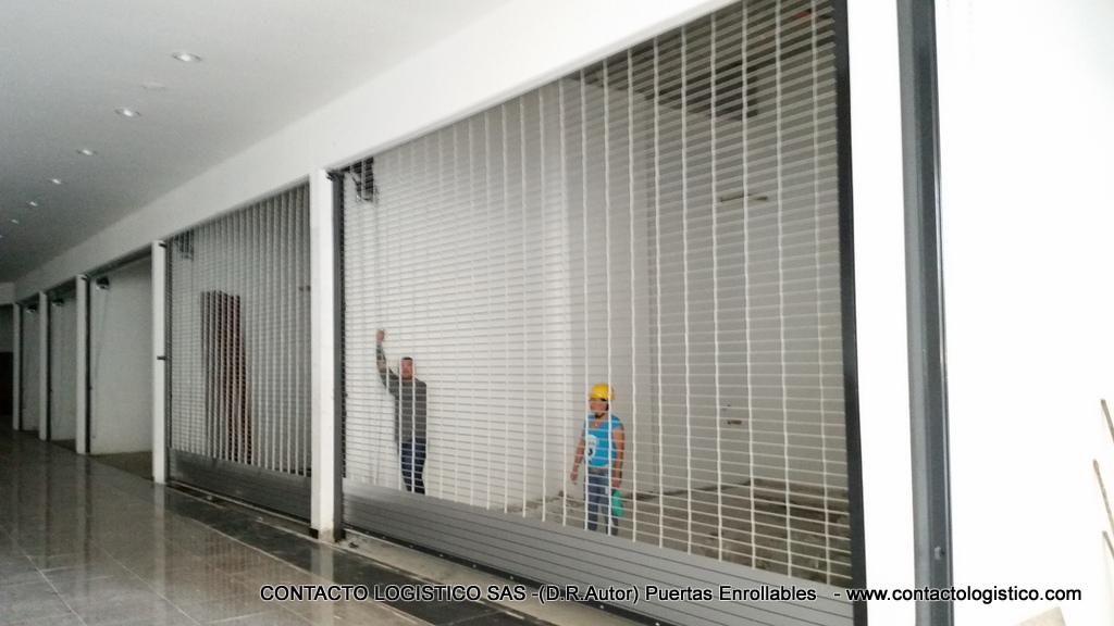 Puertas enrollables malla for Puerta enrollable